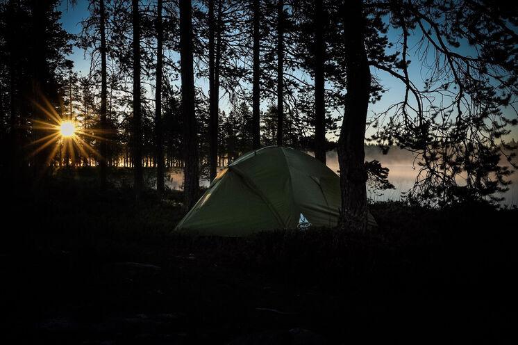 Ein traumhafter Zeltplatz am Flussufer nahe der Tangå-Hütte