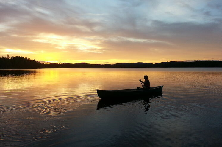 Es wird nie richtig dunkel in den Sommermonaten, so bietet sich ein abendlicher Bootsausflug bei schöner Lichtstimmung durchaus an