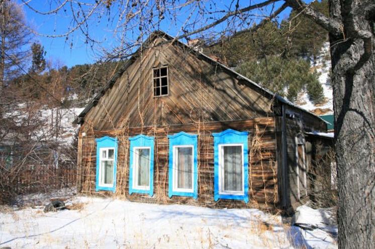Listwjanka am Baikalsee - nein, das ist nicht unsere Unterkunft, aber ein Zeitzeuge alter Holzbaukunst in der Region