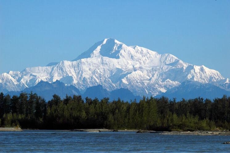 Gigantischer Ausblick auf die Alaskakette (Alaska Range). Sie ist die südliche Hauptkette der Kordilleren in Alaska.