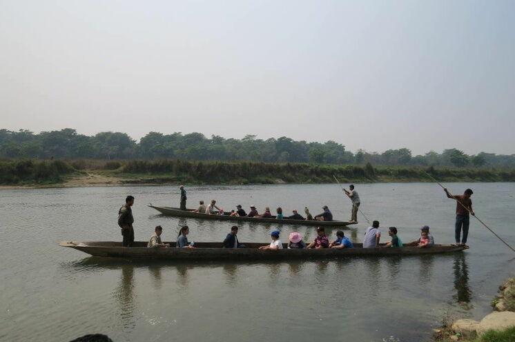 Sie untenehmen eine Canoe-Fahrt und können vom Boot aus u.a. Krokodile beobachten (Foto: Karin K.)