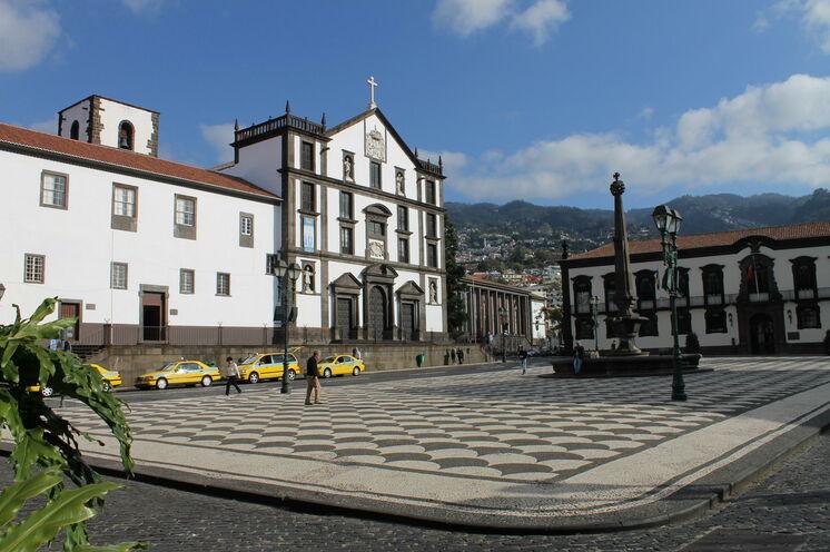 Neben einem geführten Stadtrundgang in Funchal bleibt noch genug Freizeit für eigene Erkundungen.
