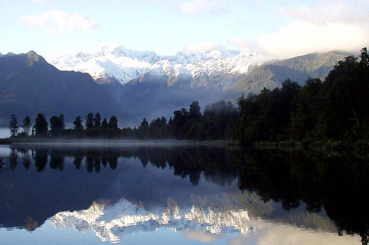 Seespiegelung der Südalpen im Mirror Lake.