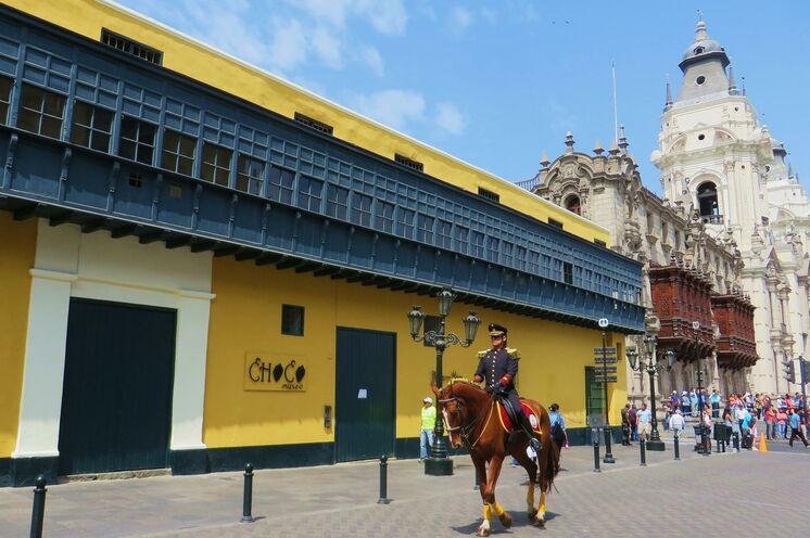 In Lima bauten die Spanier nach andalusischem Vorbild prachtvolle Gärten, Herrenhäuser & Kathedralen.