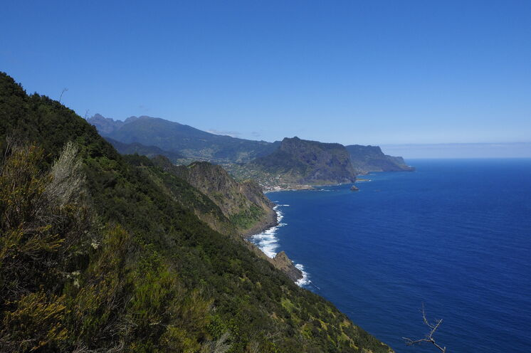 Die abschließende Wanderung der Reise führt Sie entlang eines uralten Weges hoch oben in der Steilküste nach Porto da Cruz.