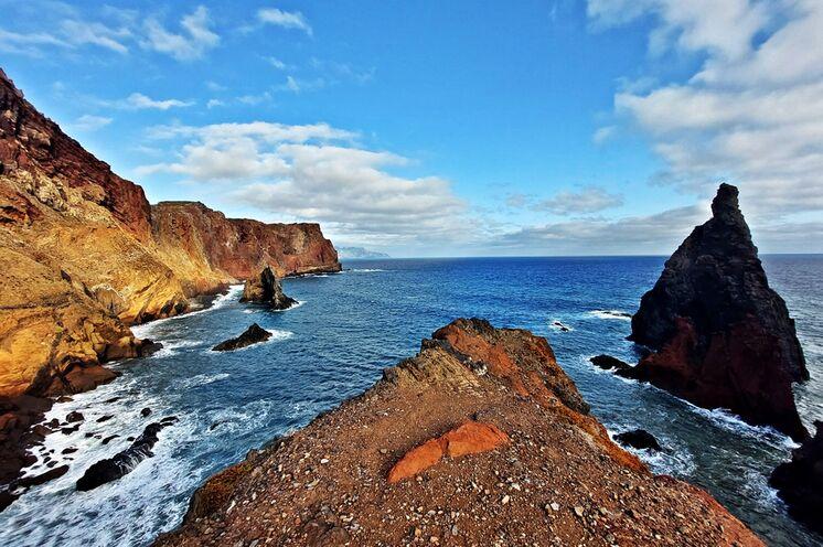 Die bizarren Felsgebilde am Ostkap lassen die vulkanische Enstehung Madeiras sichtbar werden.