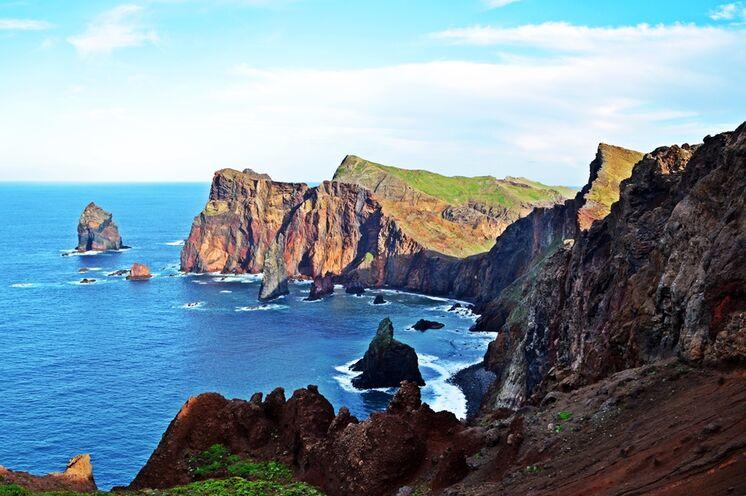 Berge und Meer sind auf Madeira immer gegenwärtig.