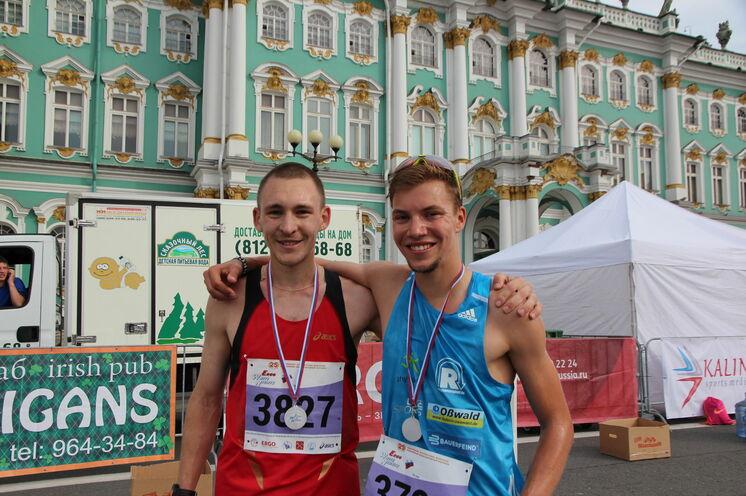 """Marcel mit seinem """"Begleiter"""" im Ziel. Glückwunsch zum 6. Platz und das nach drei intensiven Tagen in St. Petersburg."""