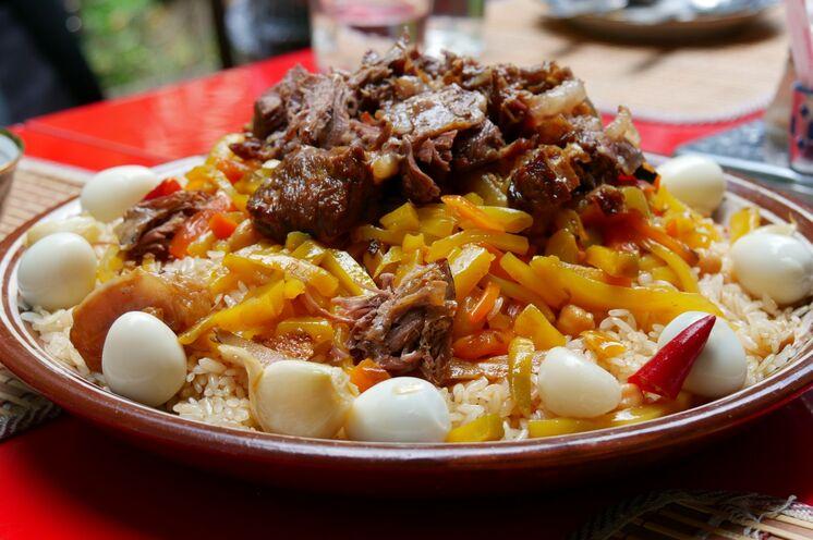 Gemeinsam kochen Sie auf dieser Reise das Nationalgericht Plov.