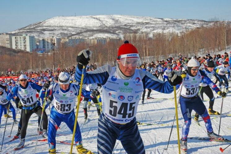 Kurz nach dem Start zum Murmansker 25/50 km-Lauf auf einer bzw. zwei anspruchsvollen 25 km-Runden.