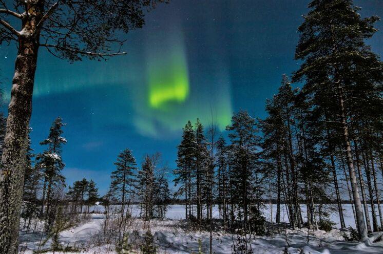 Auch Polarlichter zeigen sich über den Haussee