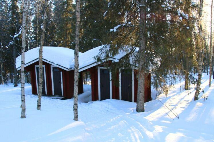 In manchen Hütten gibt es nur Außentoiletten