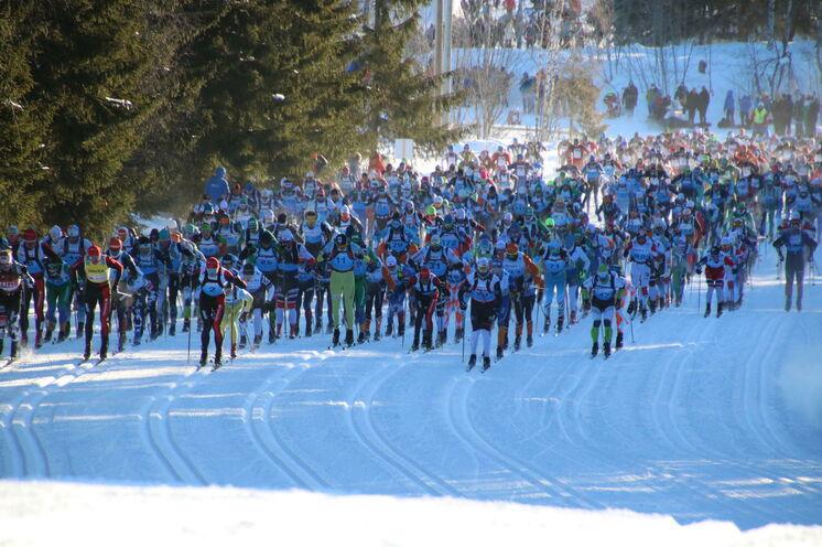 Bei eisigen Temperaturen um -20°C machten sich 2018 wieder fast 18.000 Skifreunde auf die legendäre Reise