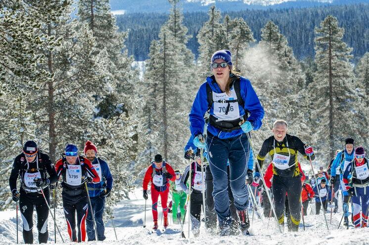 Tradition: jeder Läufer muss einen 3,5 Kilogramm schweren Rucksack tragen, dieser symbolisiert den Königssohn Haakon. Tatsächlich werden Kleidung und Energiespender mit sich geführt