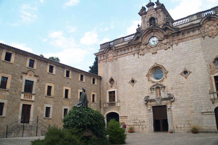 Im Kloster Lluc wird bei der Tour auch übernachtet.