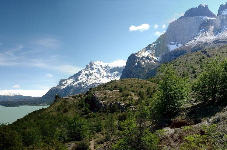 "Panoramablick zu den Gipfeln ""Los Cuernos"""
