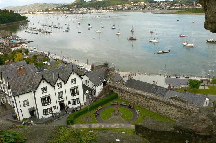 Der malerische Ort Conwy im Norden von Wales