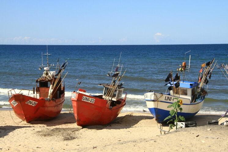Kleine Fischerboote finden sich zahlreich entlang der Küste