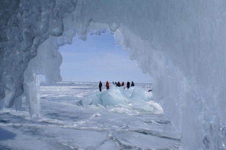 Eiswanderung nahe der Insel Olchon