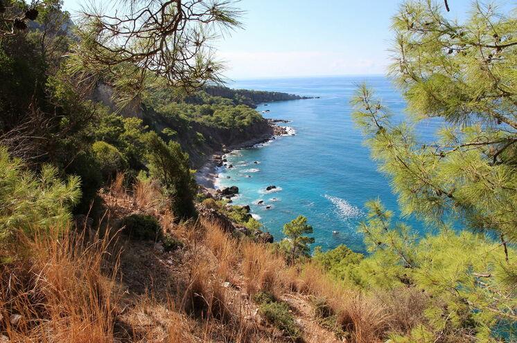 Atemberaubende Küstenwanderung zum Leuchtturm Gelidonia