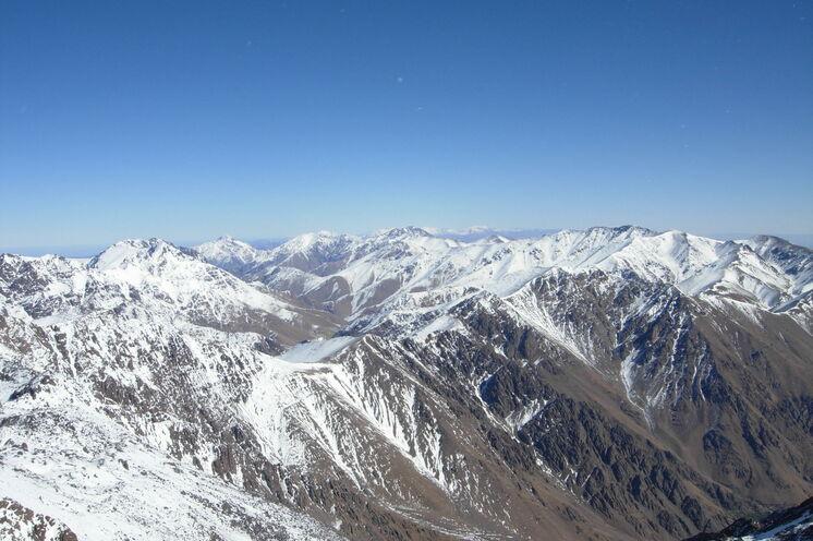 Winterlicher Blick vom Toubkal in Richtung Osten
