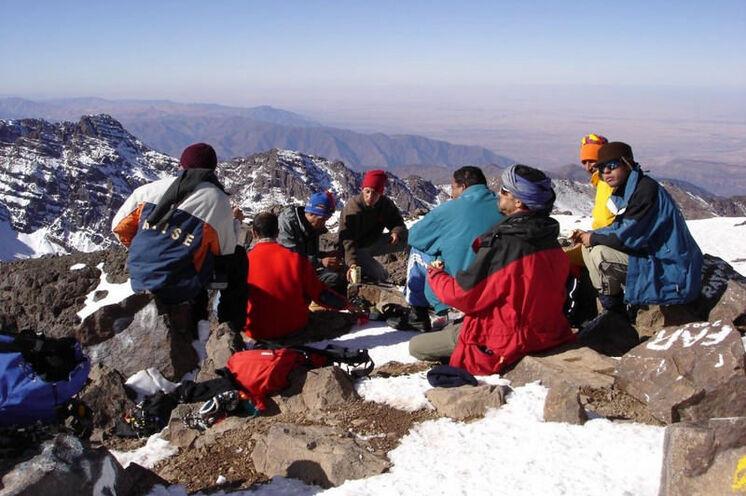 Ausblick vom Gipfel des Jebel Toubkal Anfang Juni