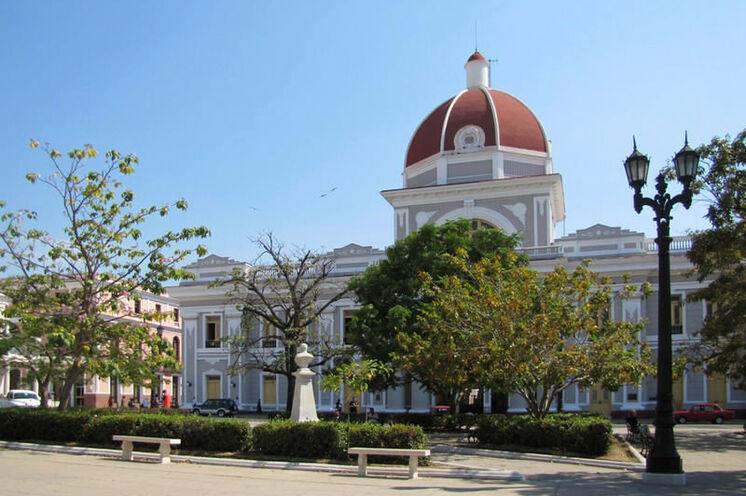 Die Rundreise führt auch nach Cienfuegos, die von allen kubanischen Städten am europäischsten wirkt.