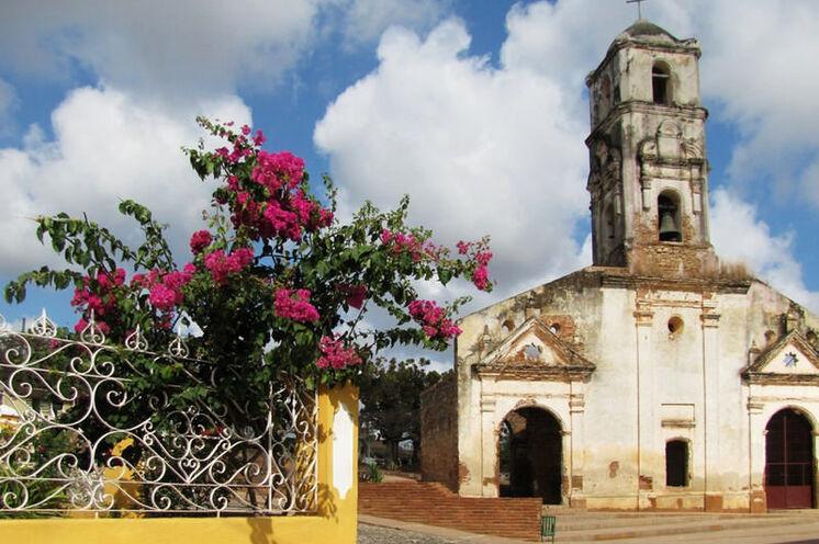 Vorbei geht es hier an der Kirche Santa Ana.