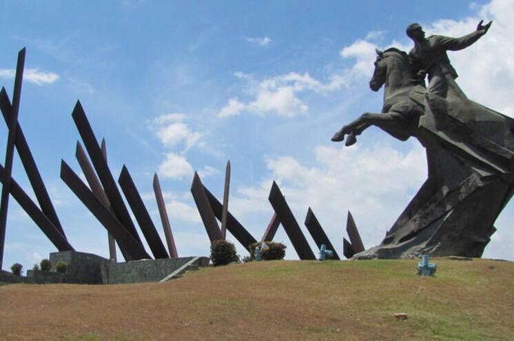 Santiago de Cuba im Osten der Insel empfängt Sie heroisch.