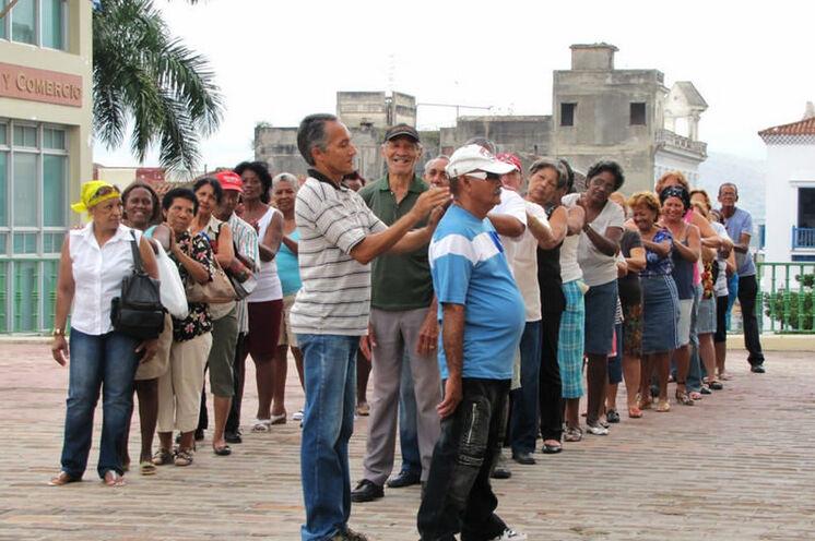 Sie werden sehr oft Kubaner bei gemeinsamen Aktivitäten sehen, nicht nur zum Sport, sondern auch beim Domino und sehr oft zum Diskutieren