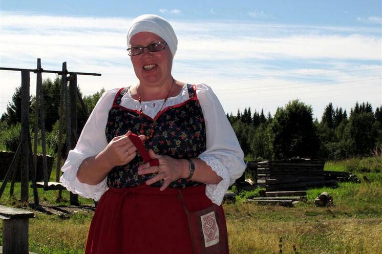 Nadeschda empfängt Sie in ihrem kleinen Dorf Kinerma.