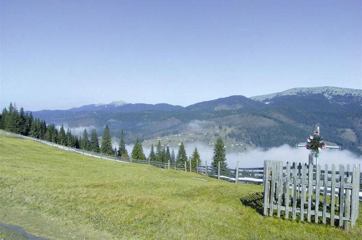 Blick auf die Gipfel der Waldkarpaten bei Kolotschawa