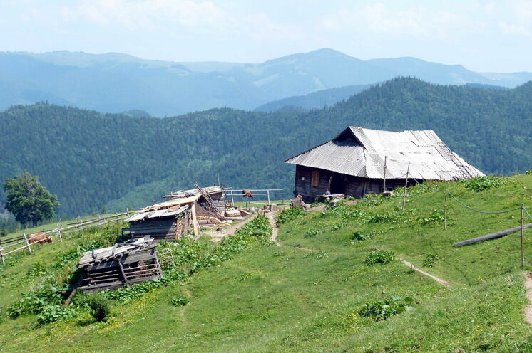 Almhütte im Tschornohora-Gebirge
