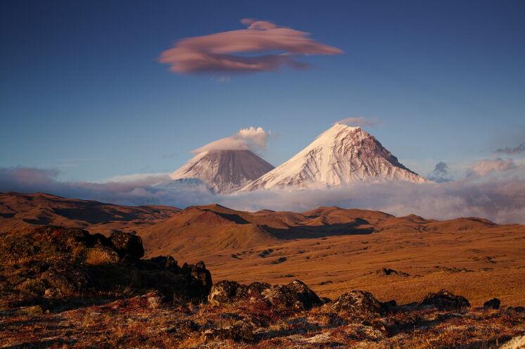 """Im """"Tal der Riesen"""": Blick auf den höchsten aktiven Vulkan Eurasiens Kljuchewskaja Sopka (4750 m)"""