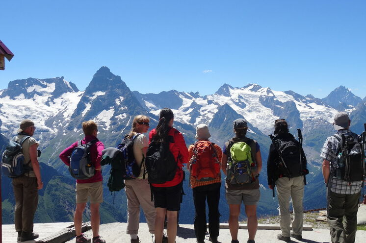 Es erwarten Sie Berge und Gletscher soweit das Auge reicht und Ihre langjährig erfahrene Reiseleiterin, Natalia Papka an ausgewiesenen Terminen.