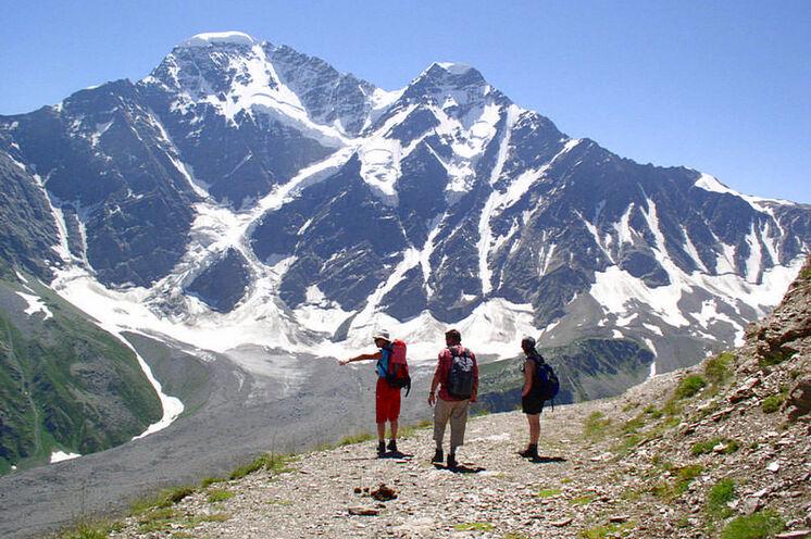 Im Baksan-Tal: Vor dem Gletscher-7 an der Nordflanke des mächtigen Dongusorun.