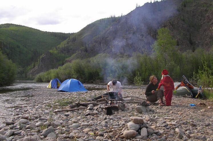 Eines Ihrer Zeltcamps am Fluss inmitten der Natur