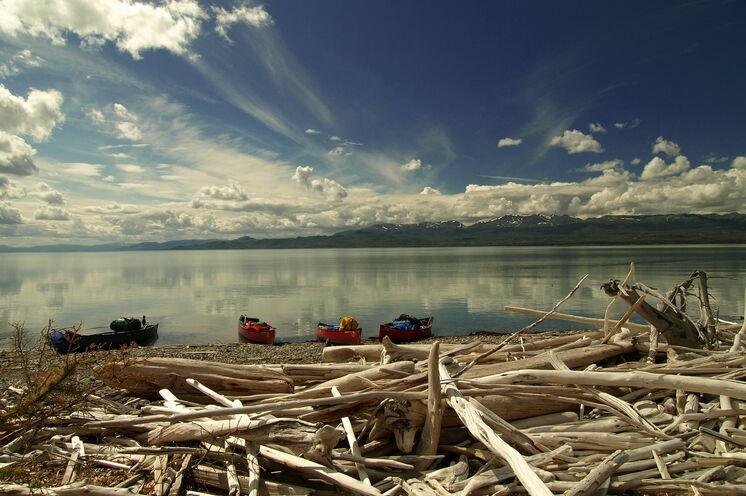 Schönheit der Natur: Der Lake Laberge lädt zum Träumen ein!