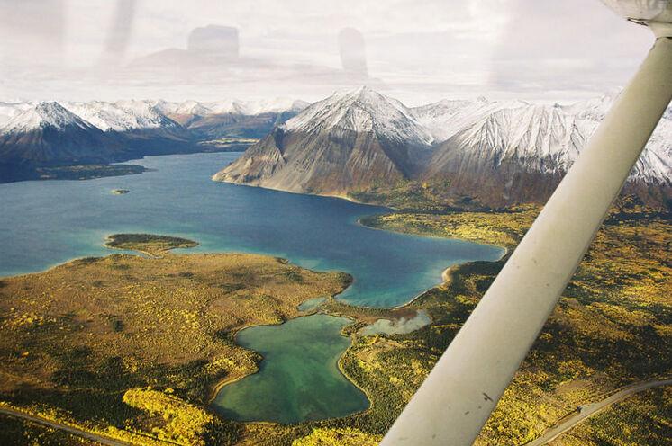 Per Wasserflugzeug gelangen Sie von Whitehorse nach Lower Laberge