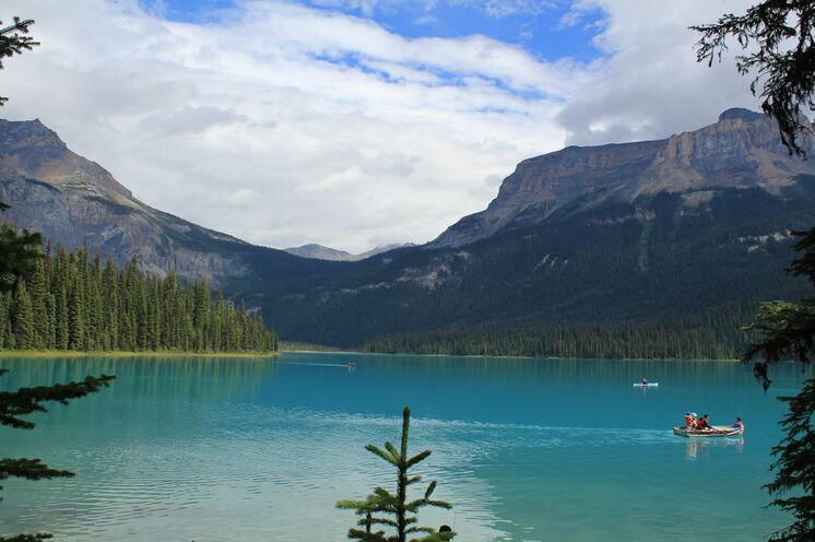 Der Maligne Lake im Jasper-Nationalpark beeindruckt durch seine fantastische Farbe