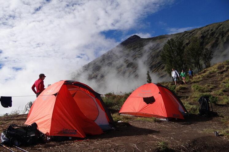 Gipfel-Basislager auf 2700 m am östlichen Kraterrand des Rinjani