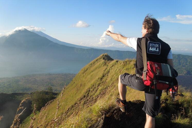 Vulkan-Trekking mit Reiseleiter und Indonesien-Kenner Falko Flämig (Foto: U. Richtsteiger)