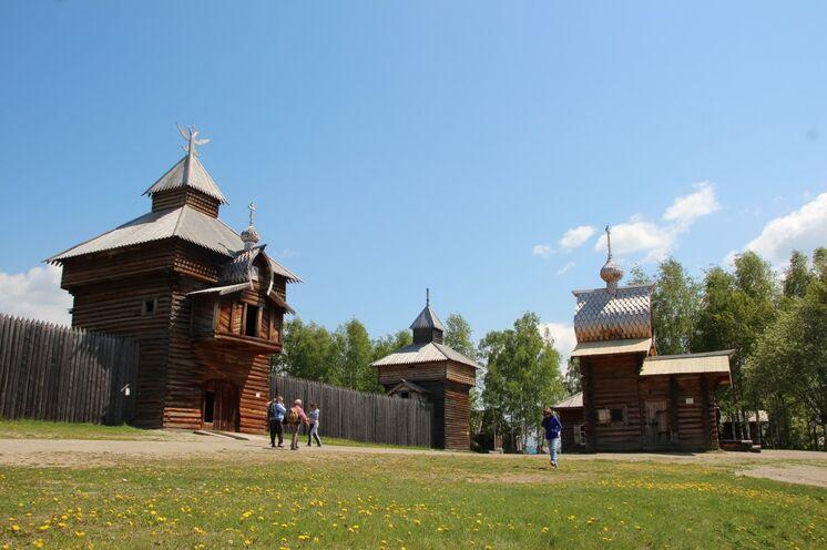 Freilichtmuseum der sibirischen Holzbaukunst Talzy