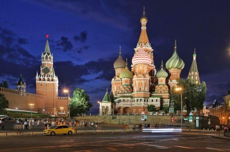 Reisebeginn in der Hauptstadt Moskau. Abendstimmung