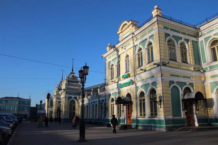 Der Bahnhof in Irkutsk - wie alle an der Strecke renoviert.