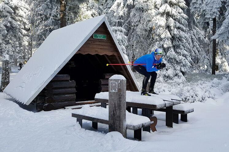 Vor lauter Winterfreude geht es manchmal über Tische und Bänke ;-)