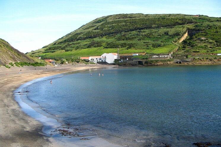 Viele der Wanderung enden an kleinen Badebuchten oder natürlichen Meeresbecken