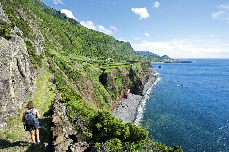 Steilküstenwanderung auf Flores, der 4. Insel dieser Reise
