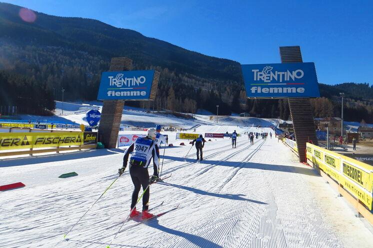 Der Marcialonga führt auch durch das WM- & Weltcup Skistadion in Lago di Tesero