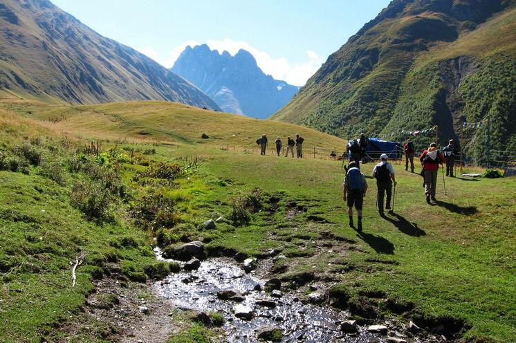 Eine der ersten Wanderung führt entlang des abgelegenen Sno-Tal.